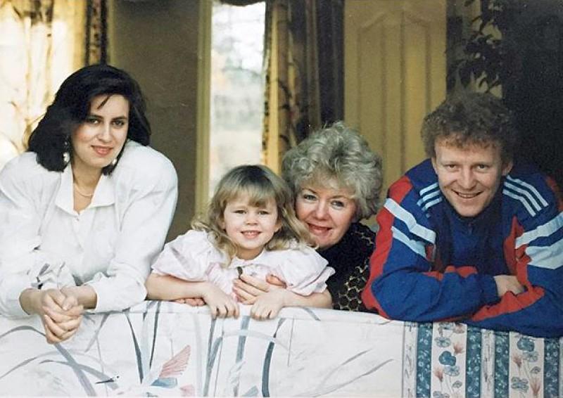 Екатерина Кузнецова в детстве, фото с родителями