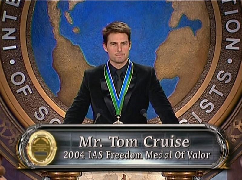 Том Круз на награждении Сайентологической медалью свободы