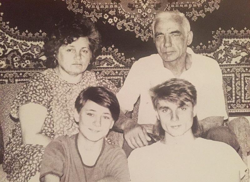 Земфира в детстве с семьей