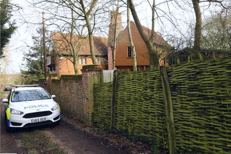 Полиция возле дома Кита Флинта, Эссекс, Великобритания