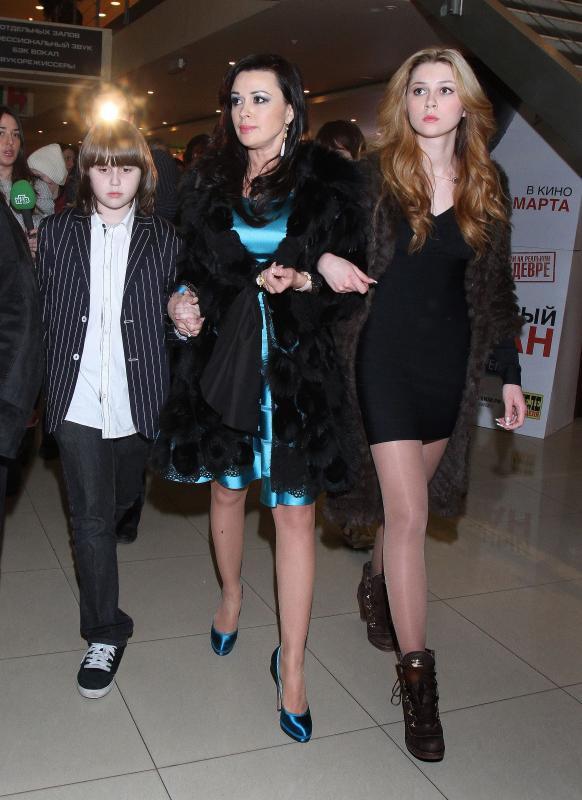Анастасия Заворотнюк с сыном и дочерью