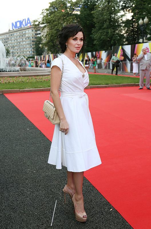 Анастасия Заворотнюк в полный рост