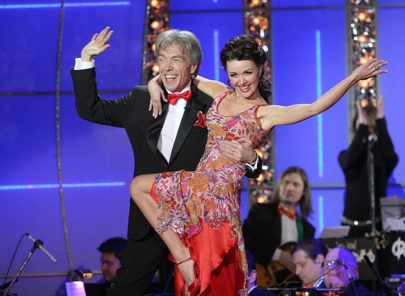 Анастасия Заворотнюк в роли ведущей шоу 'Танцы со звездами'