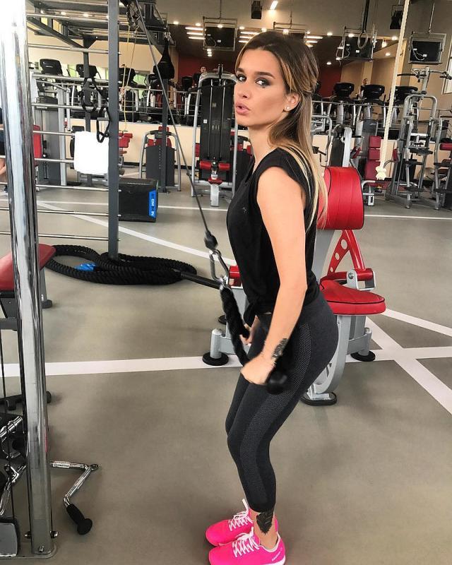 Ксения Бородина в спортзале