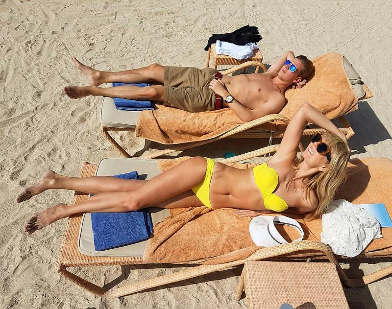 Валерия с сыном на пляже