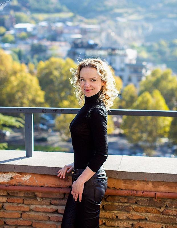 Виталина Цымбалюк-Романовская в полный рост