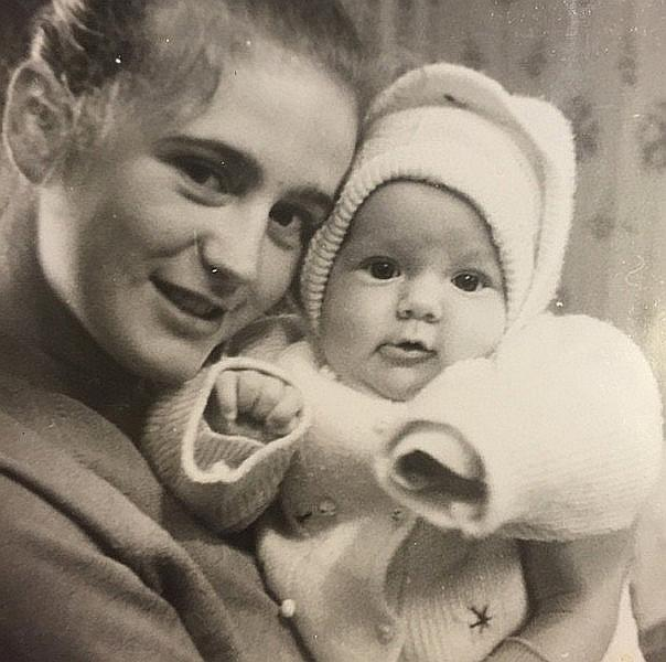 Юлия Барановская с мамой в детстве