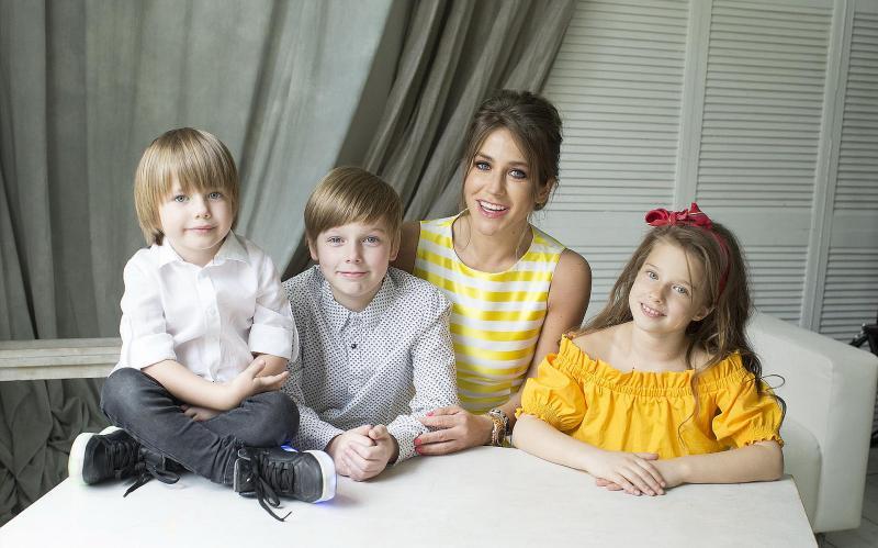 Юлия Барановская со своими детьми